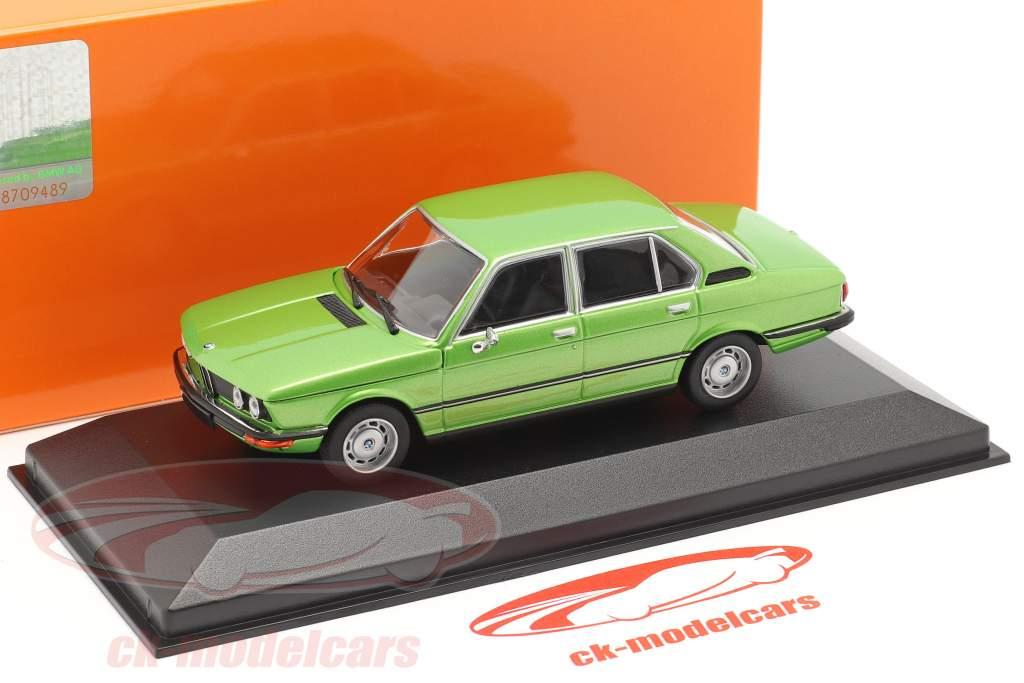 BMW 520 Bouwjaar 1974 groen metalen 1:43 Minichamps