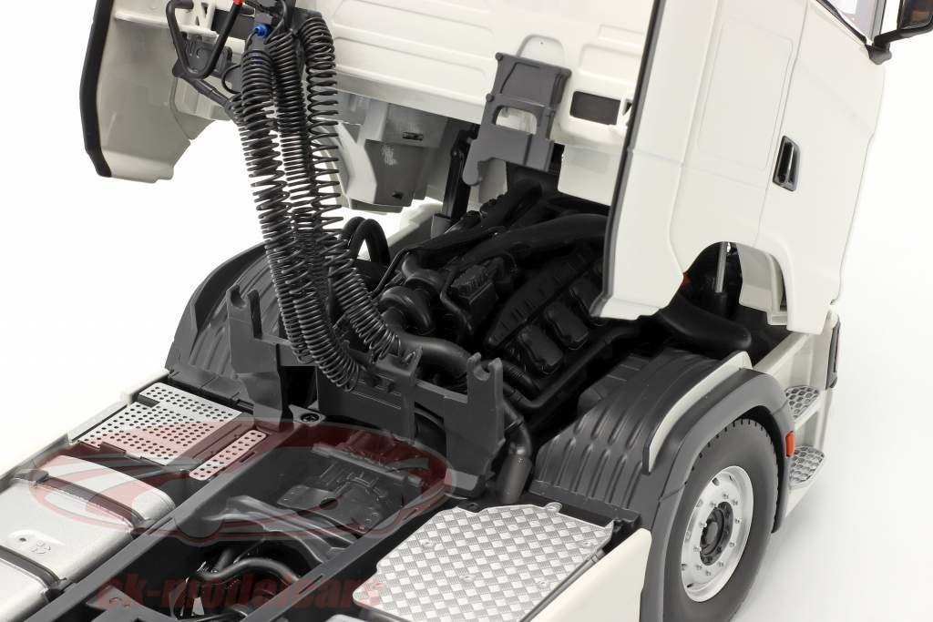 Set Scania V8 730S weiß mit Lohr Autotransporter schwarz / silber 1:18 NZG