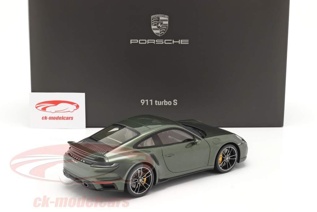 Porsche 911 (992) Turbo S Año de construcción 2020 roble verde metálico Con Escaparate 1:18 Spark