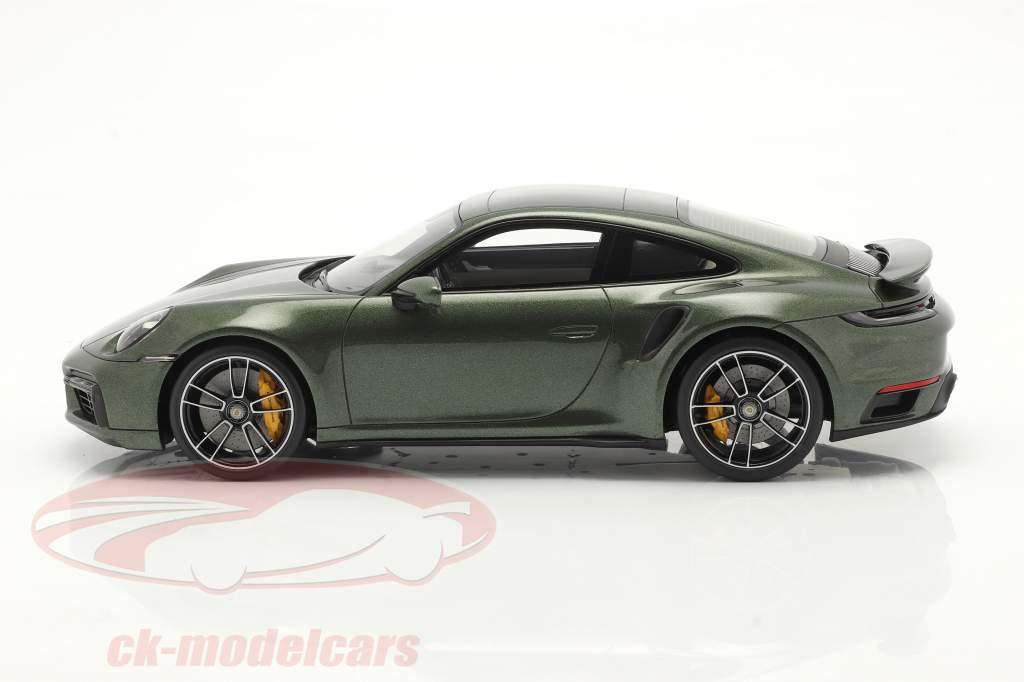 Porsche 911 (992) Turbo S Baujahr 2020 oak grün metallic mit Vitrine 1:18 Spark