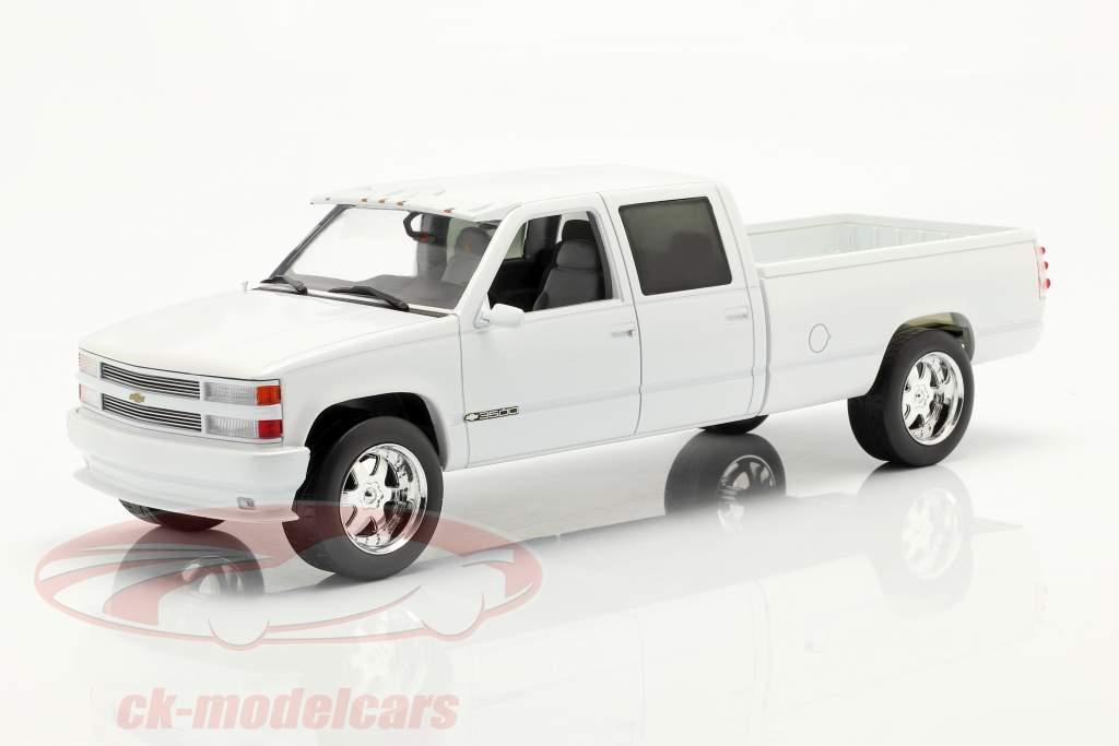 Chevrolet 3500 Crew Cab Silverado PickUp 1997 white 1:18 Greenlight