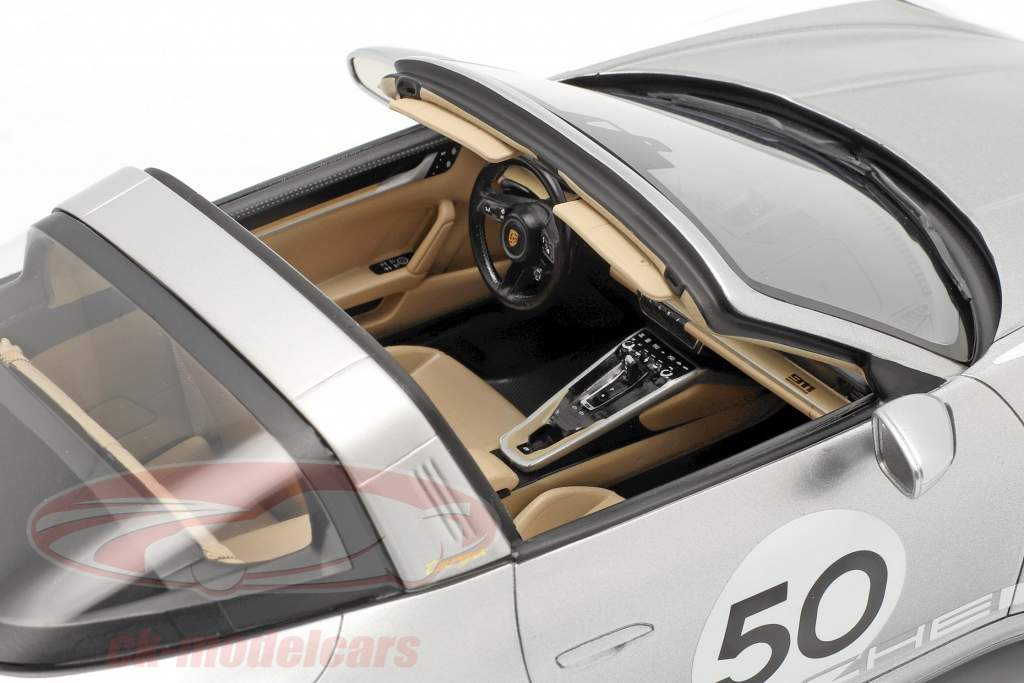 Porsche 911 (992) Targa 4S Heritage Edition #50 2020 GT sølv 1:18 Spark