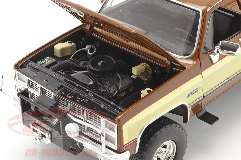 GMC K-2500 Sierra Grande Wideside Fall Guy 1982 Marrone / oro 1:18 Greenlight
