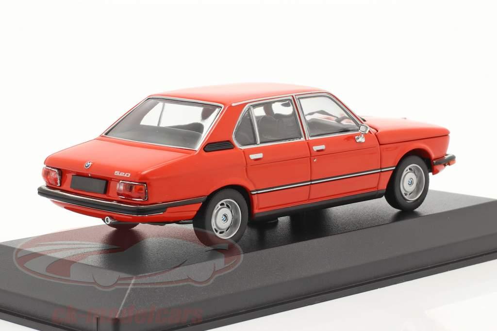 BMW 520 Bouwjaar 1974 phoenix rood 1:43 Minichamps