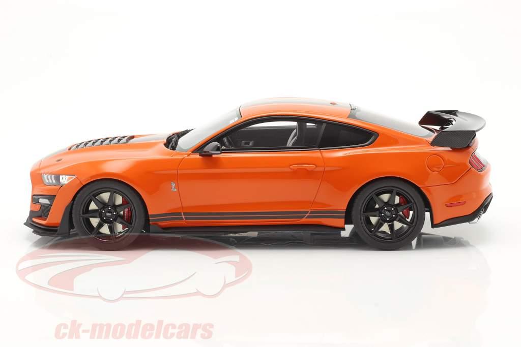 Ford Mustang Shelby GT500 Baujahr 2020 twister orange / schwarz 1:18 GT-Spirit