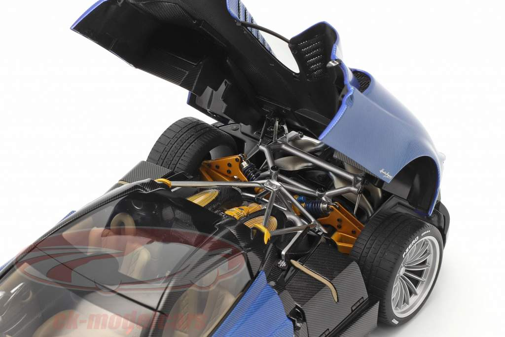 Pagani Huayra Roadster Bouwjaar 2017 blauw koolstof 1:18 AUTOart