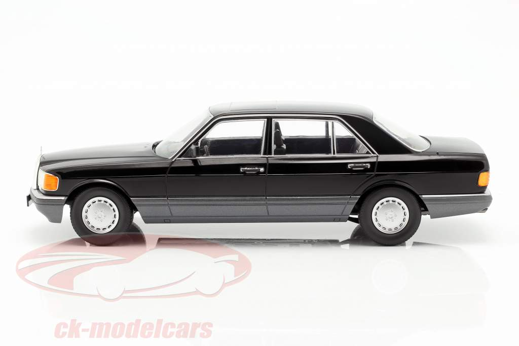Mercedes-Benz 560 SEL S-class (W126) year 1985 black / Gray 1:18 iScale