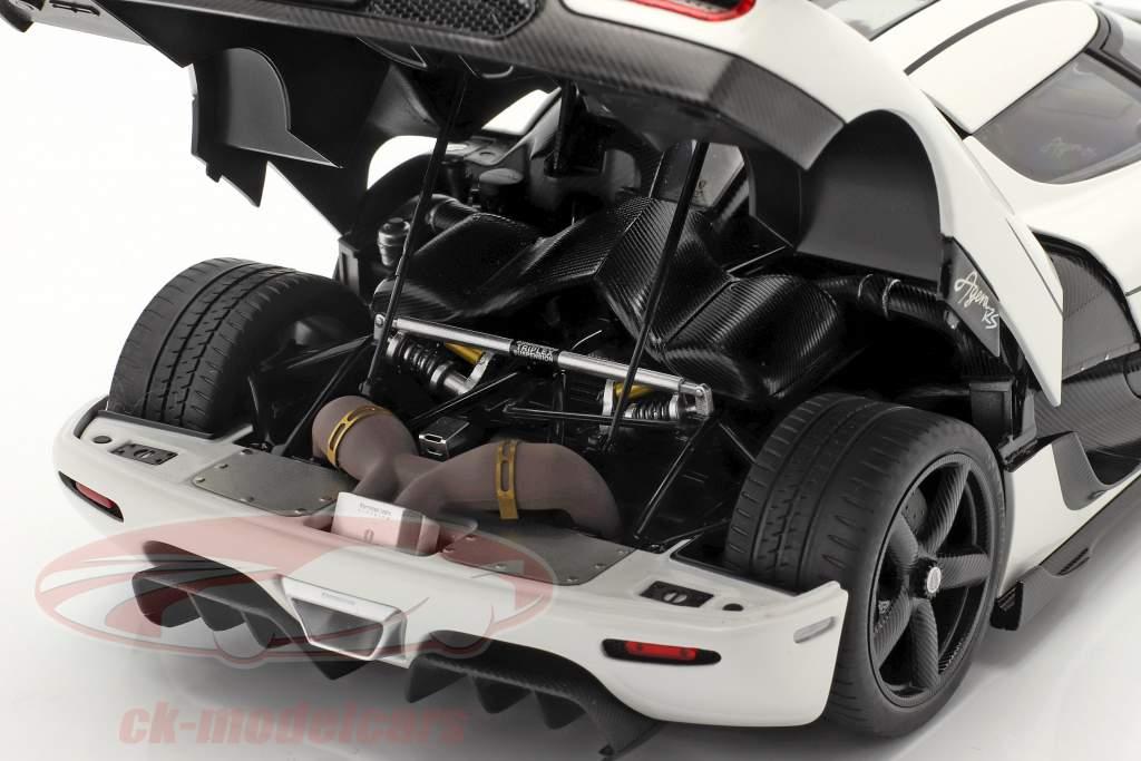 Koenigsegg Agera RS Bouwjaar 2015 arctisch wit / koolstof 1:18 AUTOart