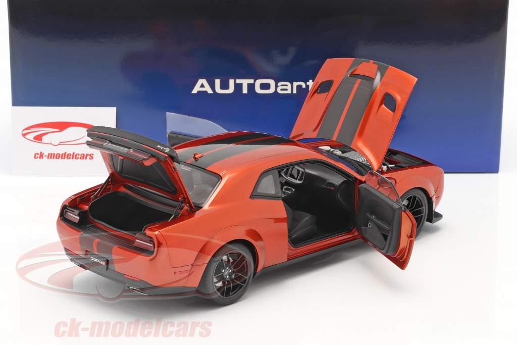 Dodge Challenger SRT Hellcat Widebody Bouwjaar 2018 donker oranje 1:18 AUTOart