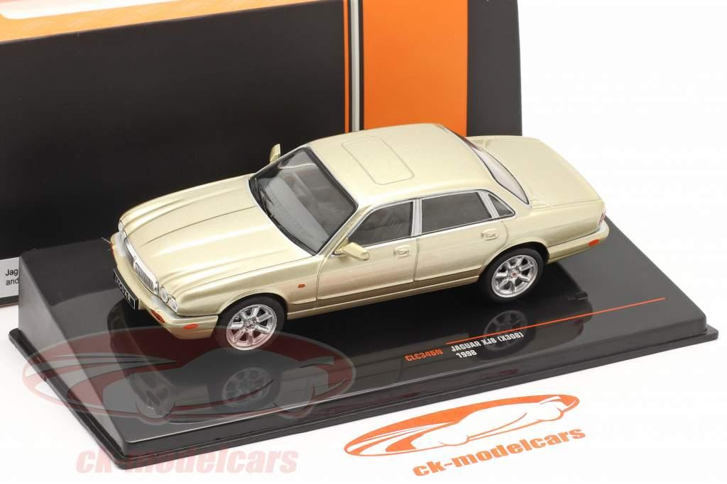 Jaguar XJ8 (X308) Bouwjaar 1998 goud metalen 1:43 Ixo