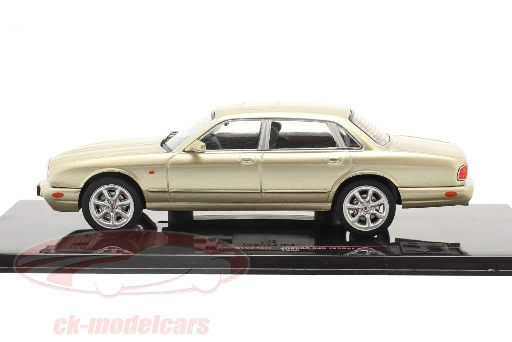 Jaguar XJ8 (X308) Année de construction 1998 or métallique 1:43 Ixo