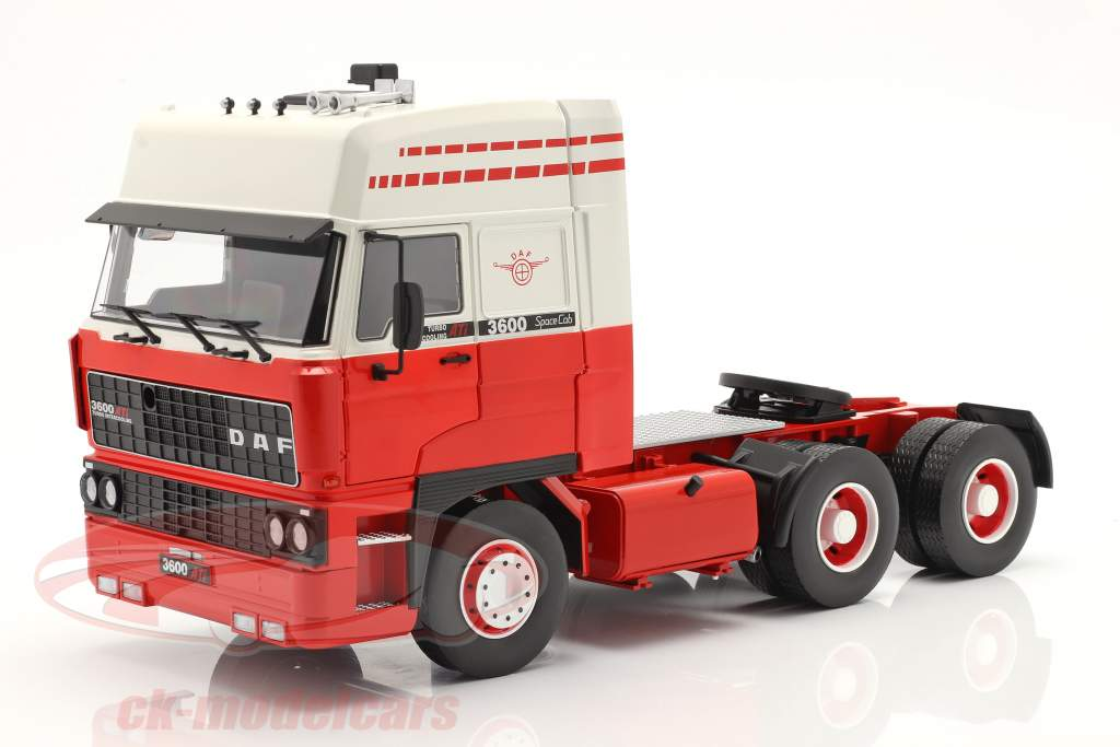 DAF 3600 SpaceCab Vrachtwagen 1986 Wit / rood 1:18 Road Kings