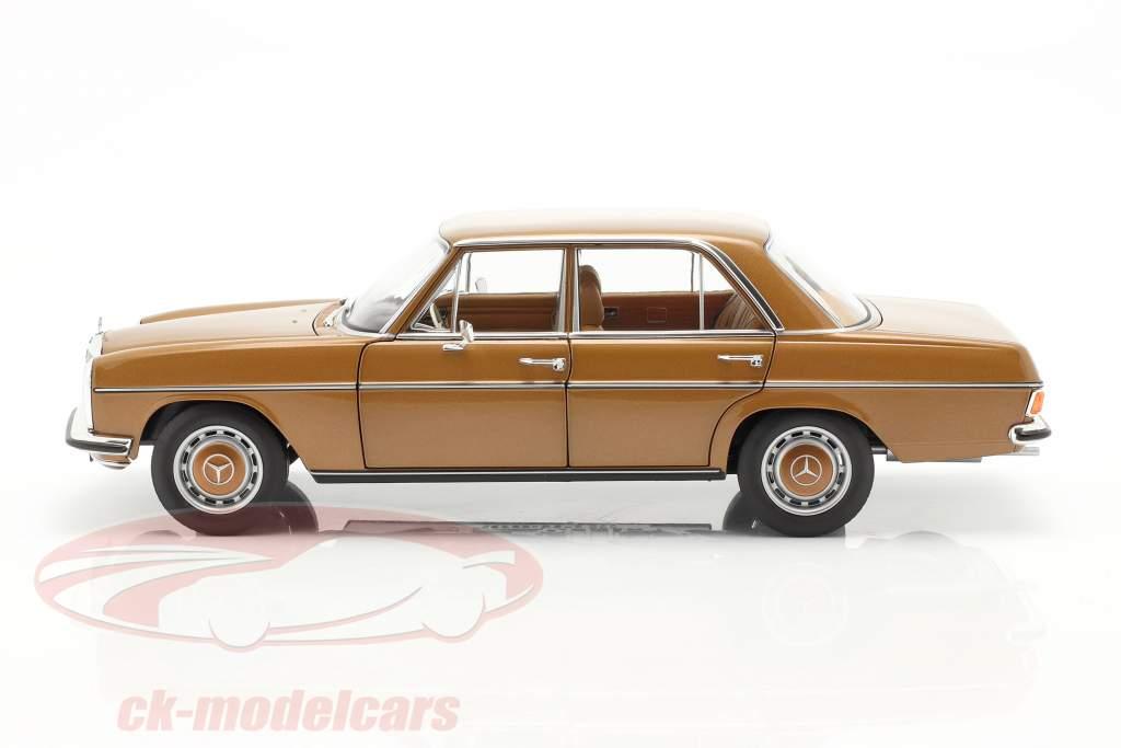 Mercedes-Benz 200 (W114/115) Ano de construção 1968-73 Bizâncio ouro 1:18 Norev