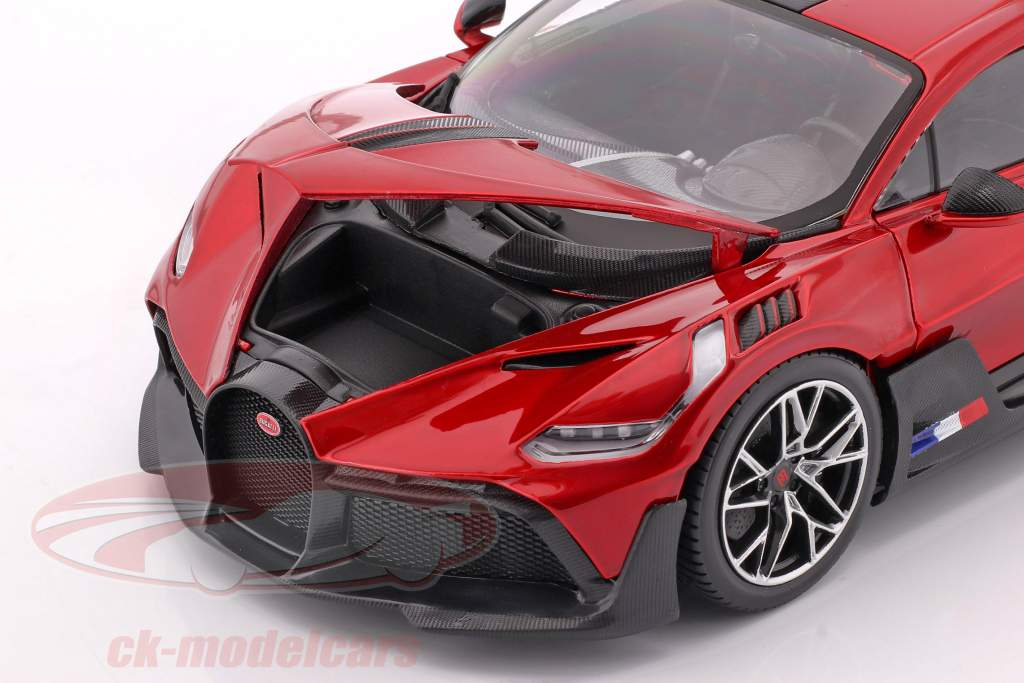 Bugatti Divo Año de construcción 2018 rojo / negro 1:18 Bburago