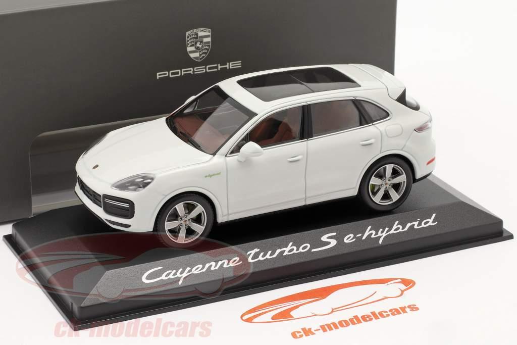 Porsche Cayenne Turbo S E-Hybrid Byggeår 2019 carrara hvid 1:43 Minichamps