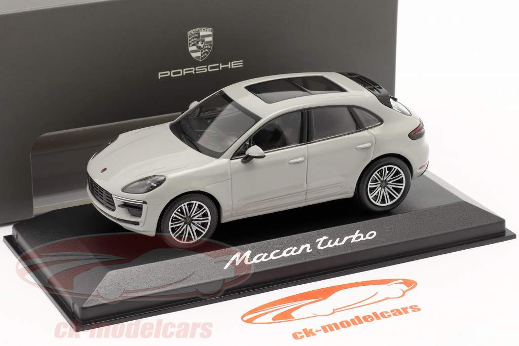 Porsche Macan Turbo Bouwjaar 2019 krijt Grijs 1:43 Minichamps