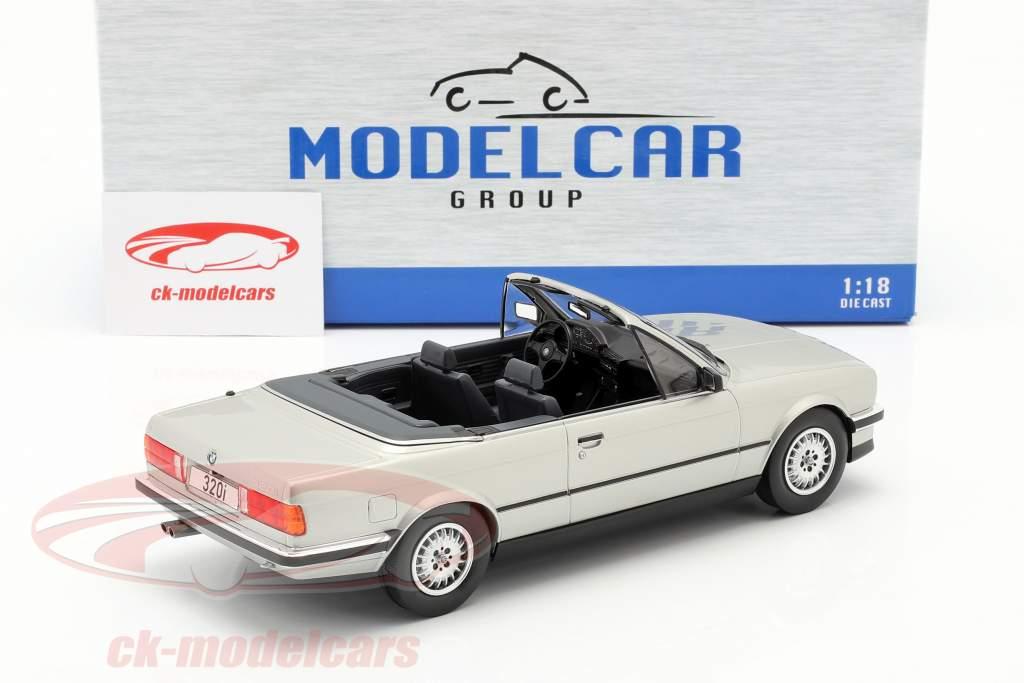 BMW 3 Serie (E30) Cabriolet Byggeår 1985 sølv 1:18 Model Car Group