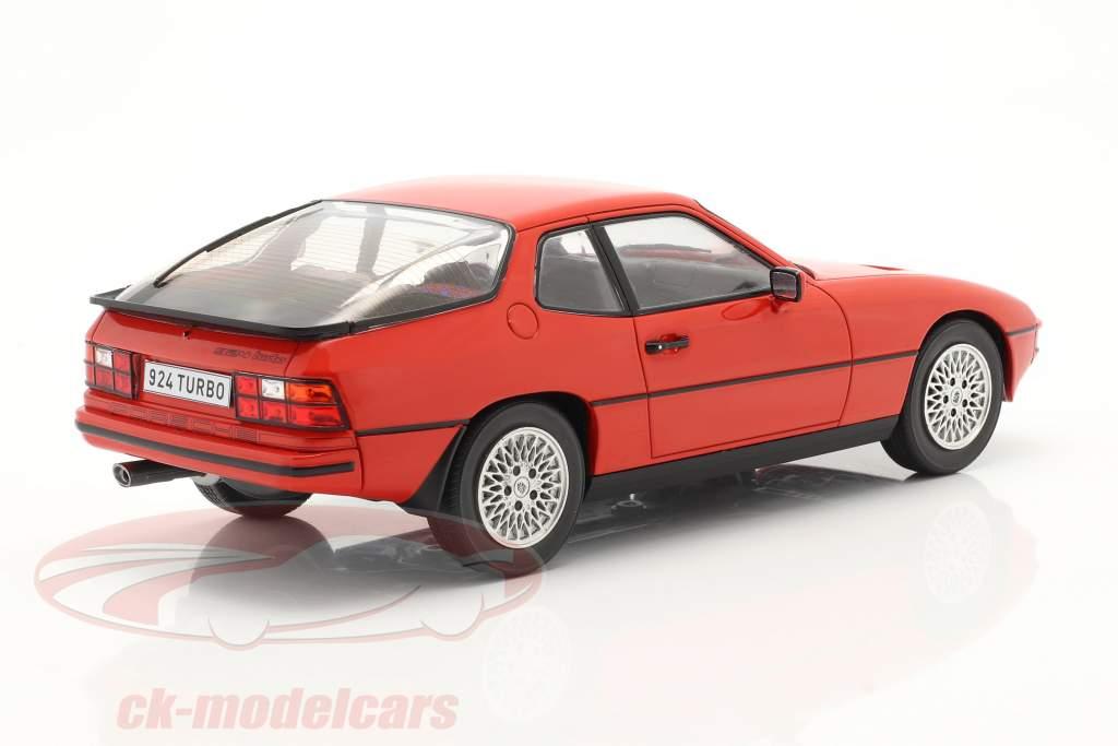 Porsche 924 Turbo Byggeår 1979 rød 1:18 Model Car Group