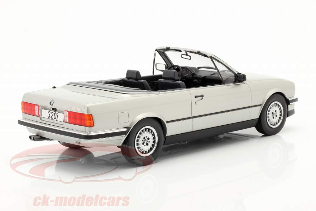 BMW 3 Séries (E30) Cabriolet Année de construction 1985 argent 1:18 Model Car Group