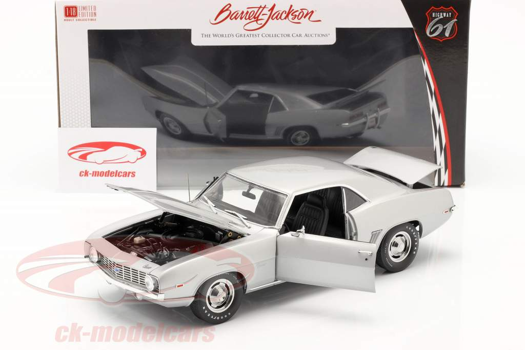 Chevrolet Camaro ZL1 Coupe Construction year 1969 silver 1:18 Highway61