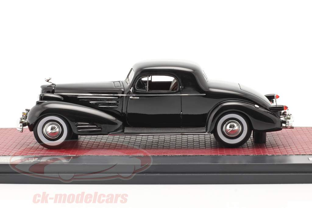 Cadillac V16 Series 90 Fleetwood Coupe Byggeår 1937 sort 1:43 Matrix