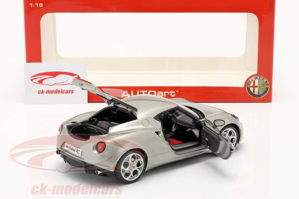 Alfa Romeo 4C År 2013 grå metallic 1:18 AUTOart