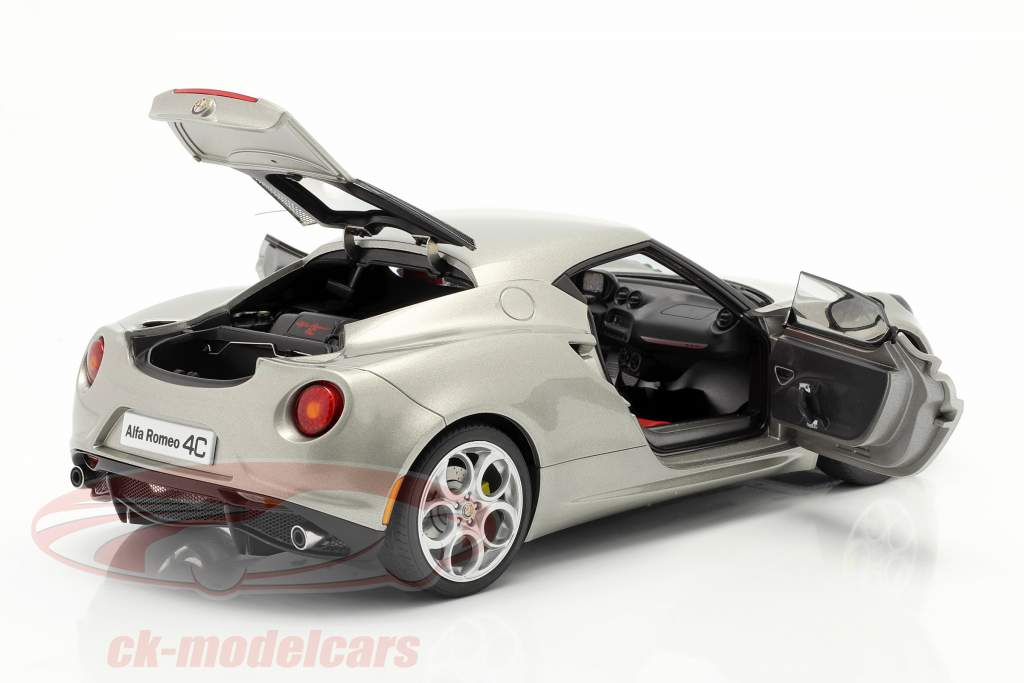 Alfa Romeo 4C Ano 2013 cinza metálico 1:18 AUTOart