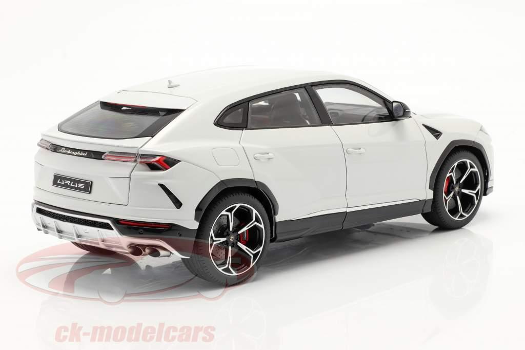 Lamborghini Urus Année de construction 2018 blanc métallique 1:18 AUTOart
