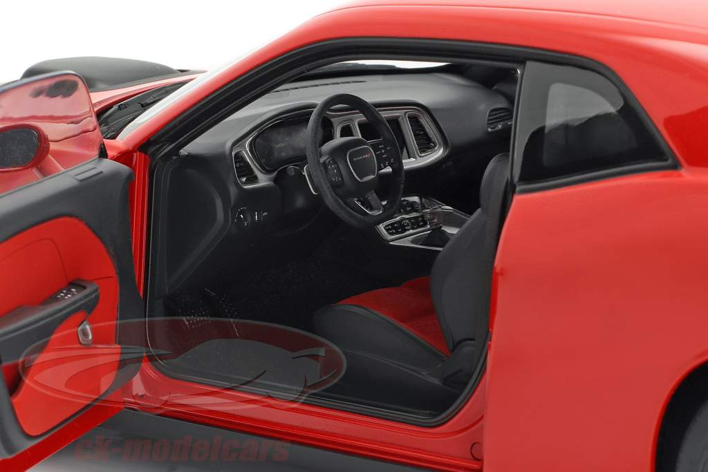 Dodge Challenger 392 HEMI Scat Pack Shaker 2018 rouge 1:18 AUTOart