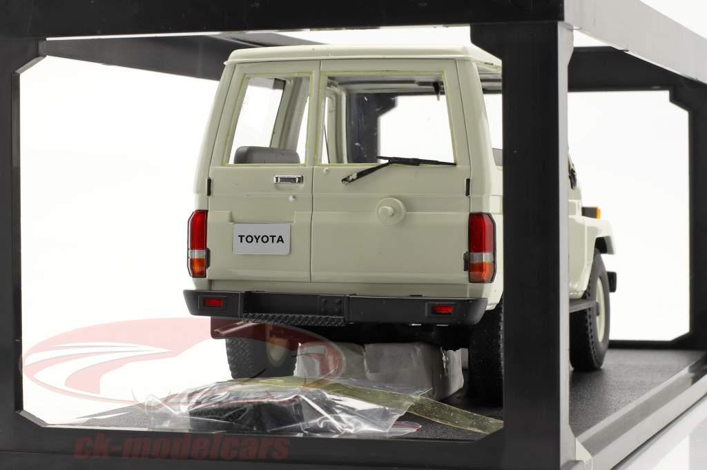Toyota Landcruiser BJ70 anno 1984 bianco 1:18 Cult Scale / 2. scelta