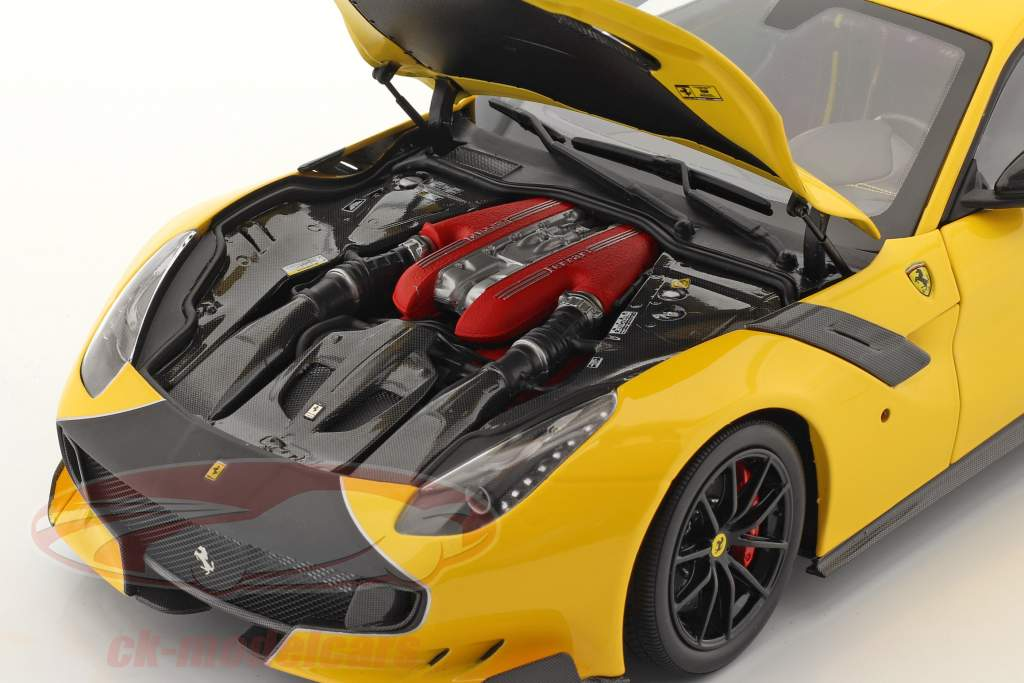 Ferrari F12 TDF Anno di costruzione 2015 modena giallo / nero 1:18 BBR