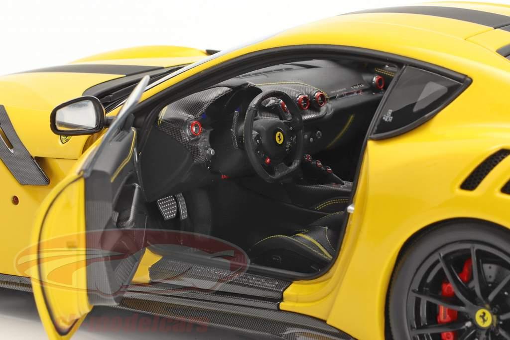 Ferrari F12 TDF Byggeår 2015 modena gul / sort 1:18 BBR