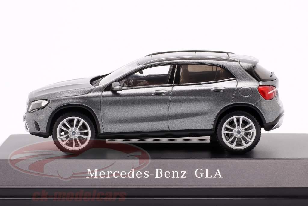Mercedes-Benz GLA (X156) mountain grau 1:43 Spark