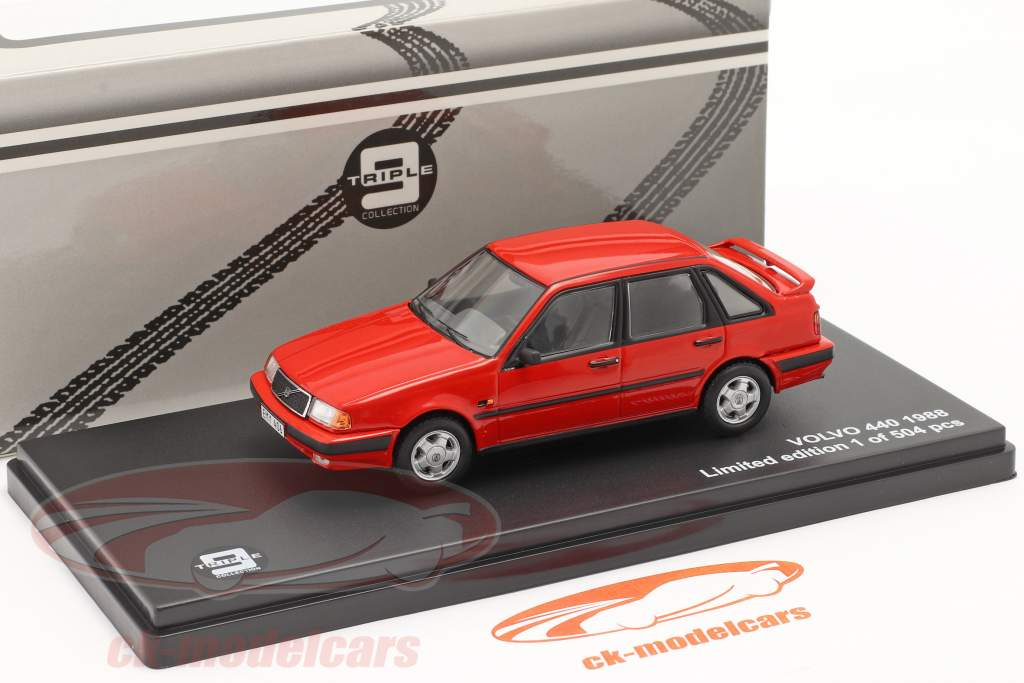 Volvo 440 Turbo år 1988 rød 1:43 Triple9
