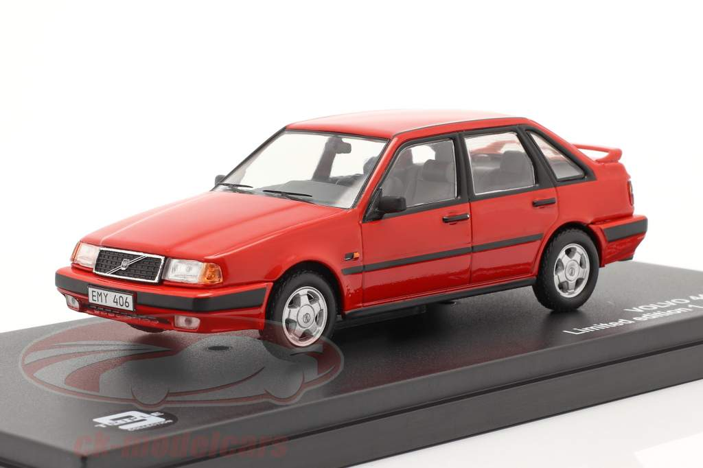 Volvo 440 Turbo année 1988 rouge 1:43 Triple9
