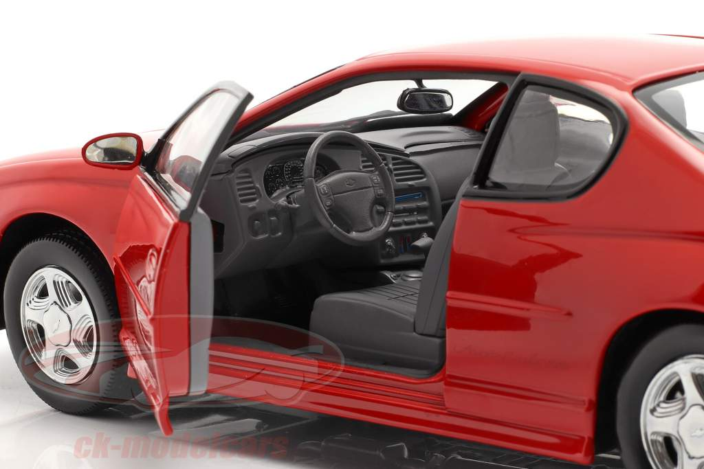 Chevrolet Monte Carlo SS år 2000 rød 1:18 SunStar