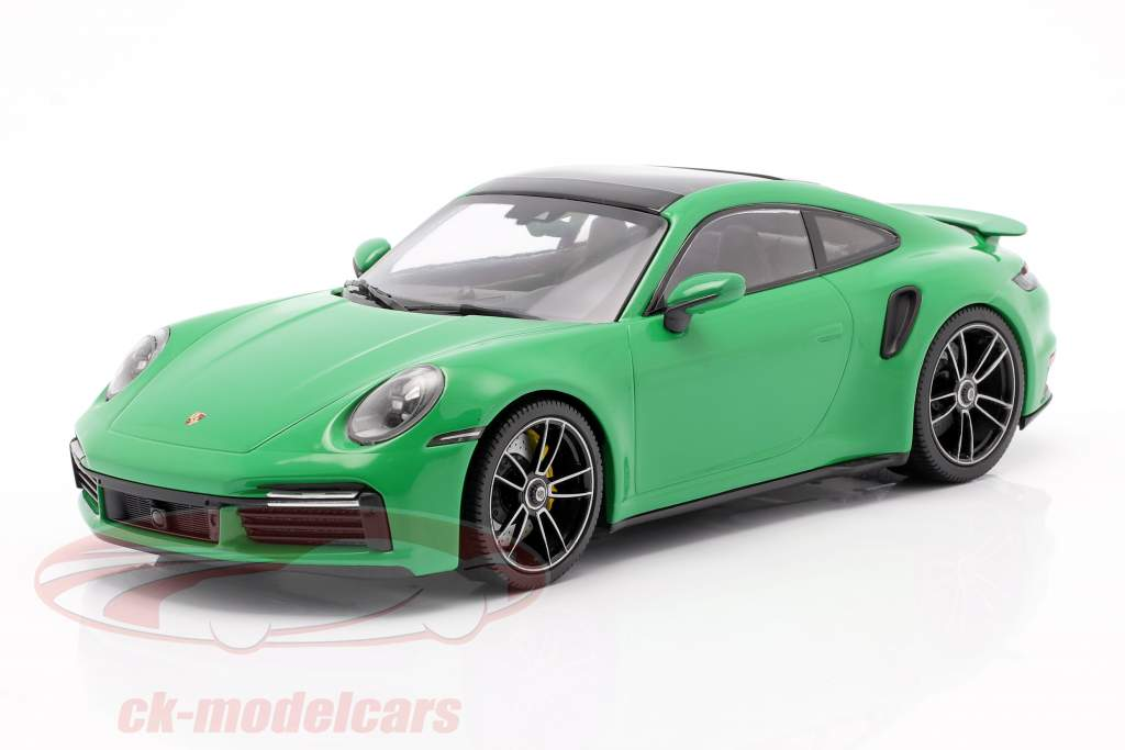 Porsche 911 (992) Turbo S Año de construcción 2020 python verde 1:18 Minichamps