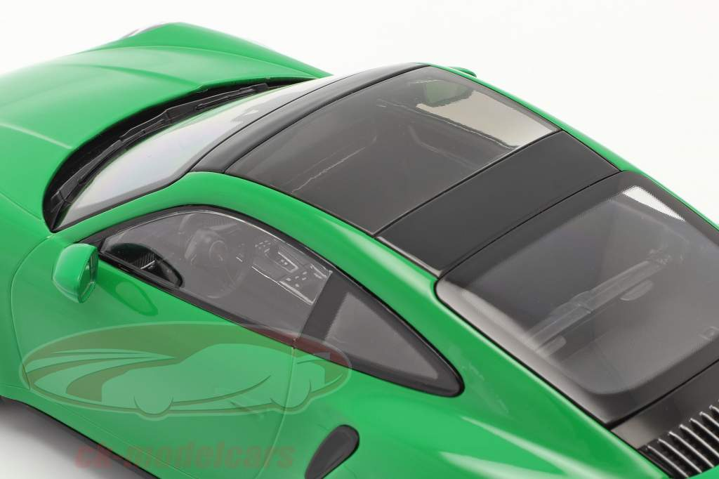 Porsche 911 (992) Turbo S Bouwjaar 2020 python groen 1:18 Minichamps