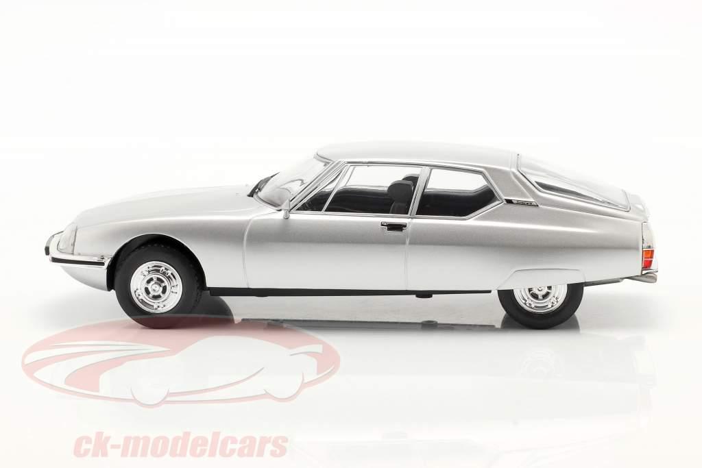 Citroen SM Byggeår 1970 sølv 1:24 WhiteBox