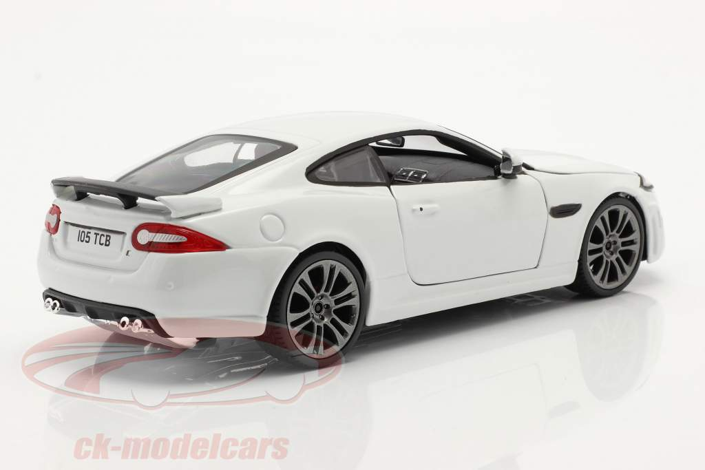 Jaguar XKR-S Byggeår 2011 hvid 1:24 Bburago