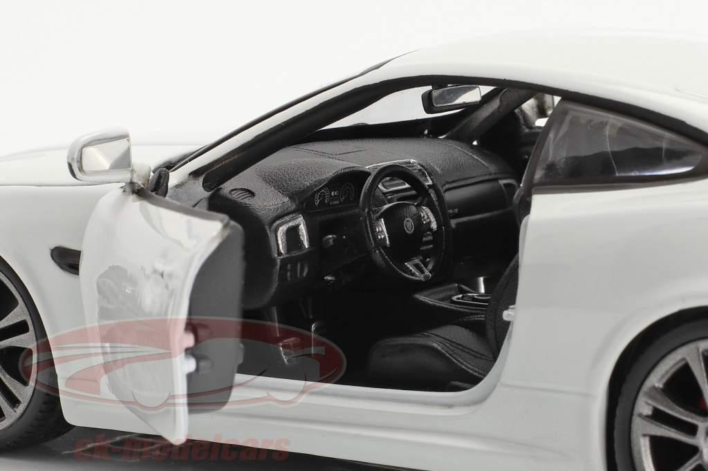 Jaguar XKR-S Baujahr 2011 weiß 1:24 Bburago
