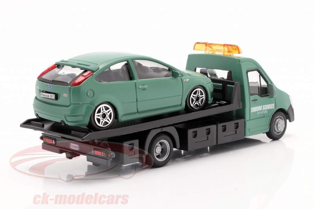 Ford Focus ST met flatbed transporter donkergroen 1:43 Bburago