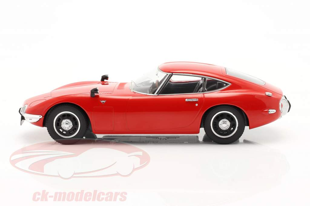 Toyota 2000 GT Year 1967 red 1:18 Triple 9