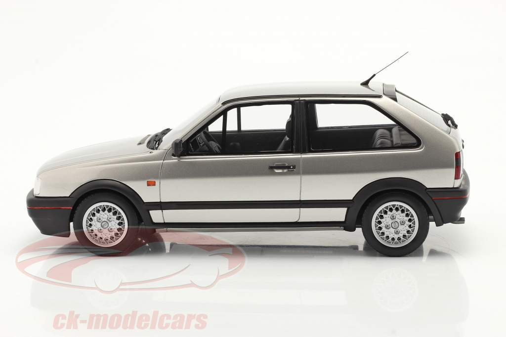 Volkswagen VW Polo Mk2 G40 Baujahr 1994 diamantsilber 1:18 OttOmobile