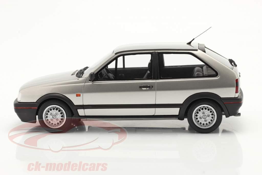 Volkswagen VW Polo Mk2 G40 Bouwjaar 1994 diamant zilver 1:18 OttOmobile