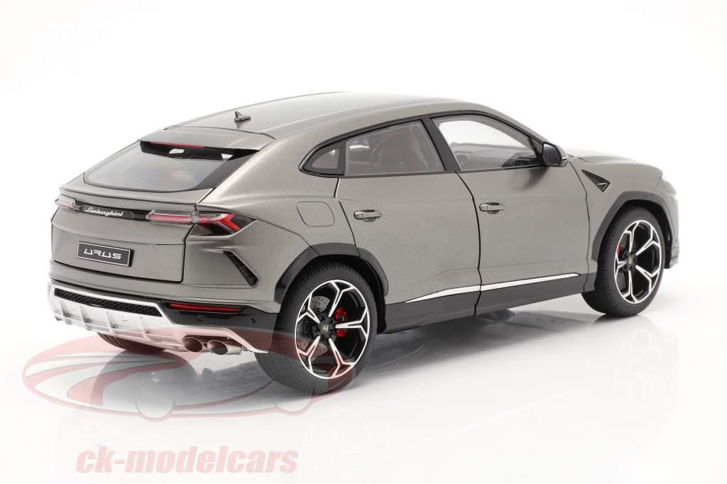 Lamborghini Urus Año de construcción 2018 escarchado gris 1:18 AUTOart