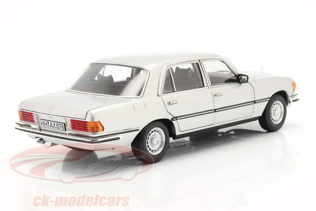 Mercedes-Benz 450 SEL 6.9 (W116) Byggeår 1976 sølv 1:18 Norev