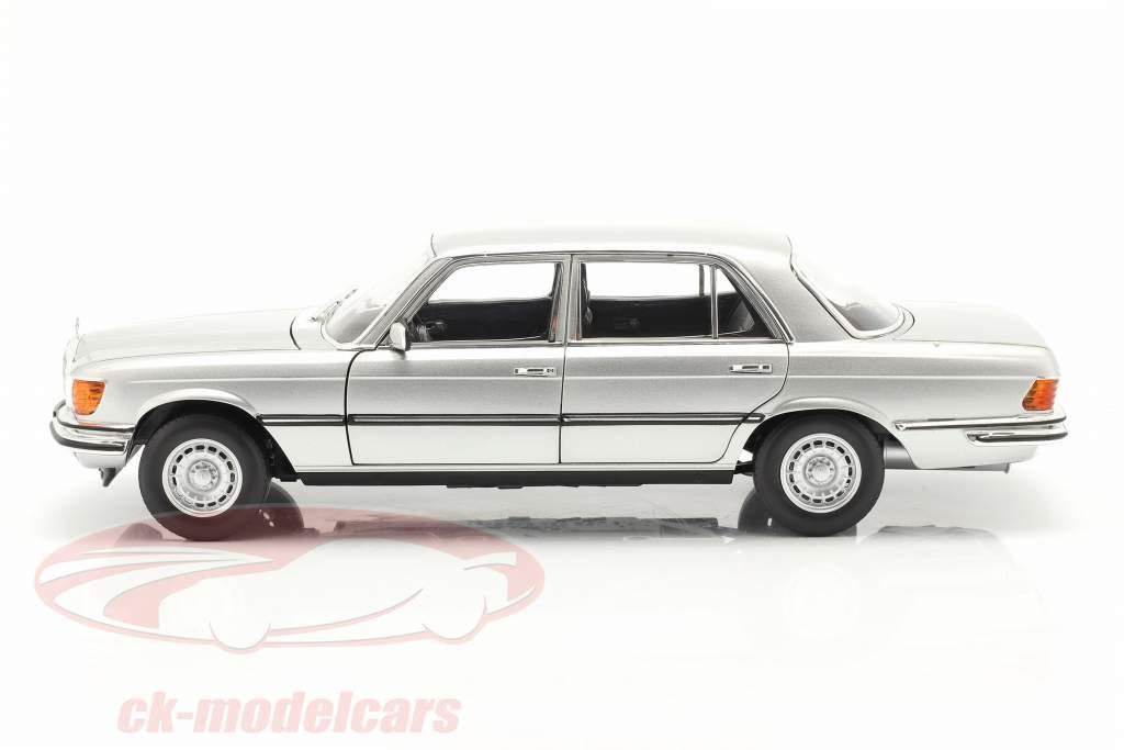 Mercedes-Benz 450 SEL 6.9 (W116) Anno di costruzione 1976 argento 1:18 Norev