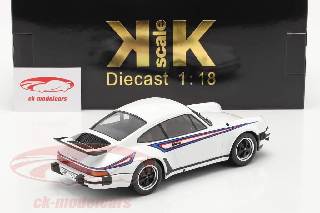 Porsche 911 (930) Turbo 3.0 Byggeår 1976 hvid / Martini Livery 1:18 KK-Scale