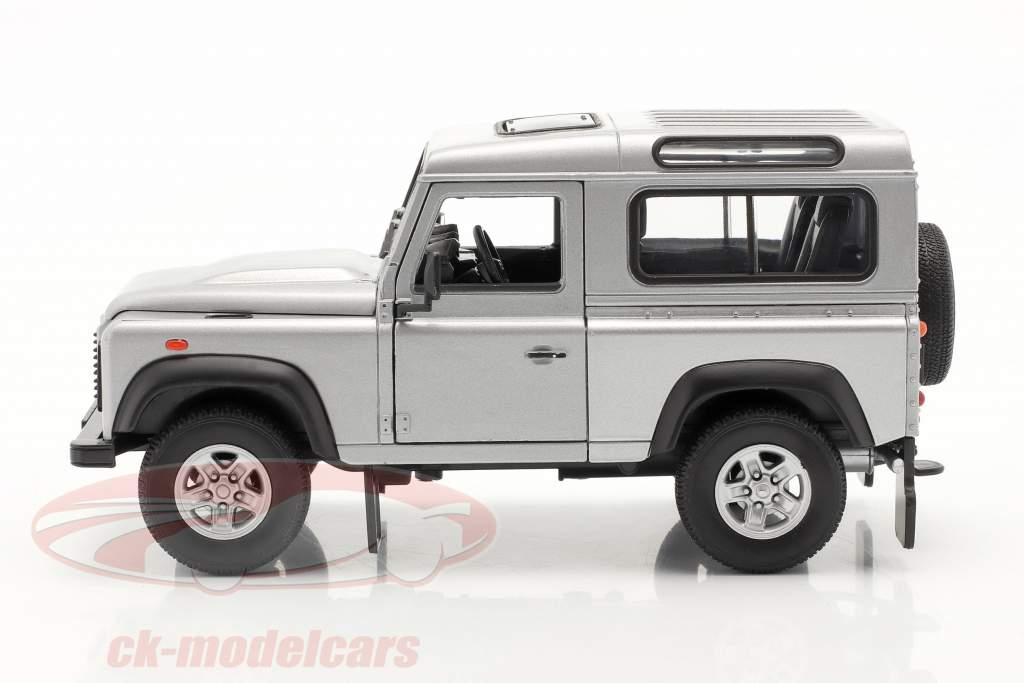 Land Rover Defender silver 1:24 Welly
